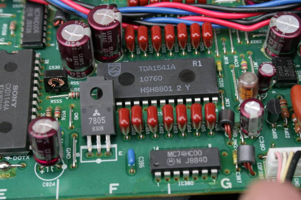 Heart Beat Monitor Using At89s52 Microcontroller in addition Connecting Several Power Regulators To A Single Voltage Input besides Microcontroller Based Automatic Engine Locking System For Drunken Drivers 47155290 moreover Shema Na Kren5a additionally Sony227. on 7805 voltage regulator